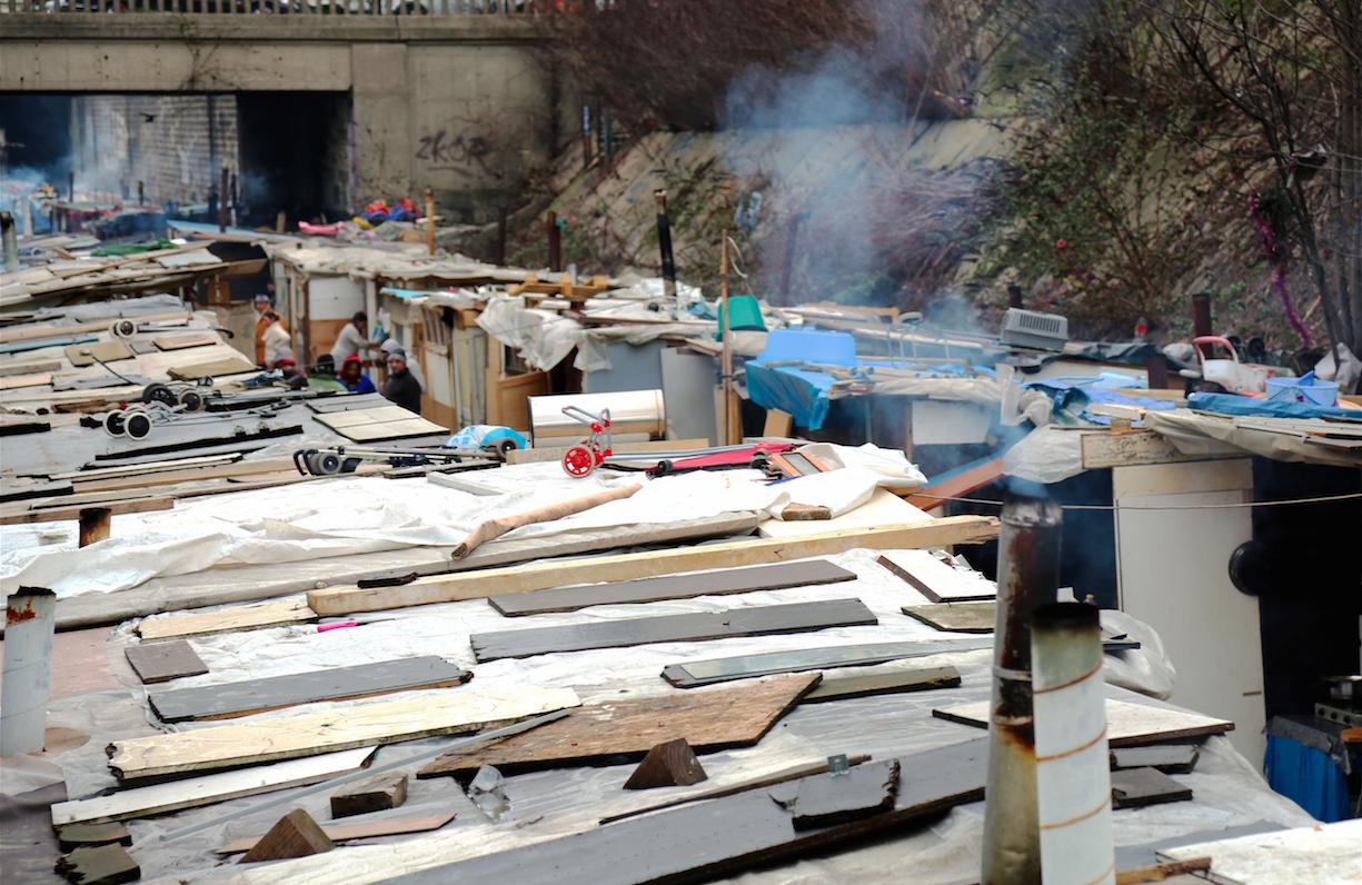 bidonville roms paris 18 porte de clignancourt