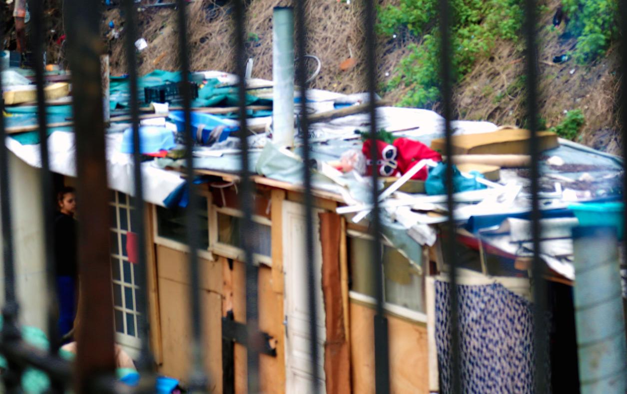 bidonville roms paris barreaux 18 porte de clignacourt